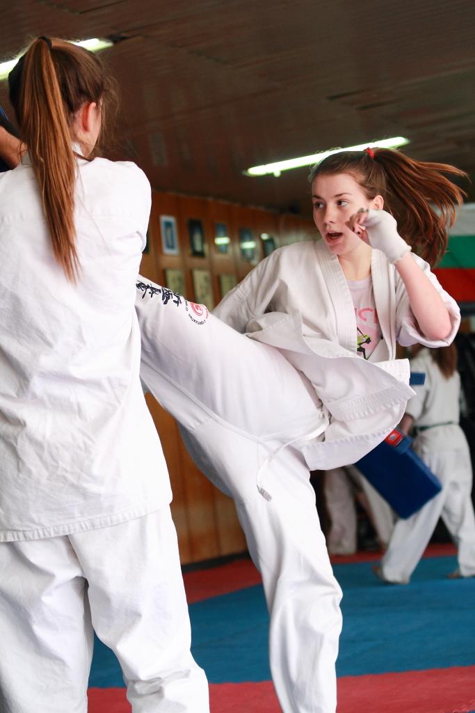 Karate girls Nude Photos 5